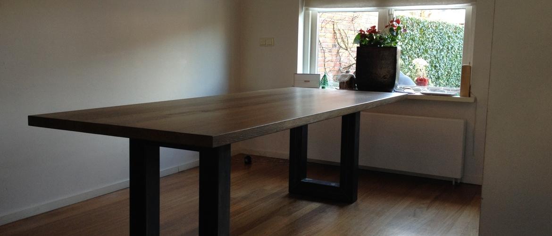 Op maat gemaakte tafel